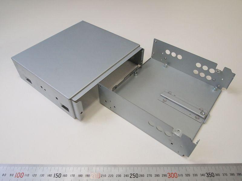通信機器部品・車載用通信カラオケ機器ケース
